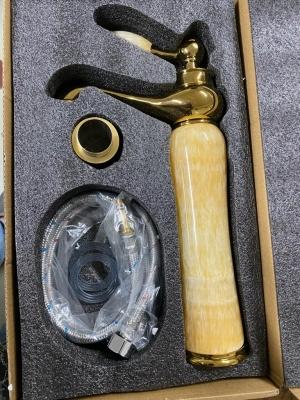 Vòi nước mạ vàng thân đá
